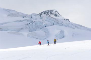 Abfahrt über einen Gletscher