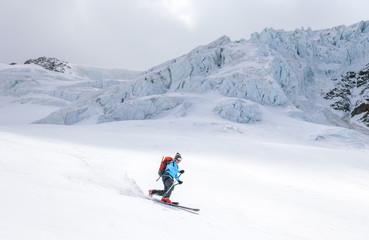 sportlich und elegant unterwegs im Telemarkstil