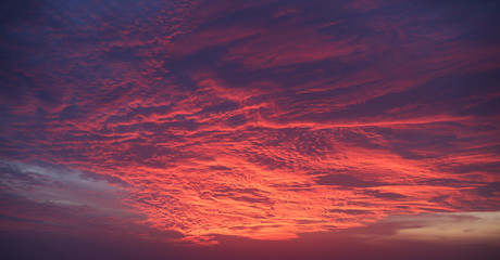 Papiers peints Grenat mystic red sky with clouds