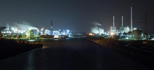 Chemiepark bei Nacht
