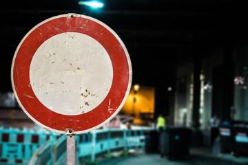 durchfahrt verboten in einer unterführung