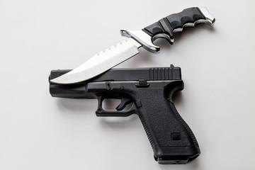 銃とナイフ