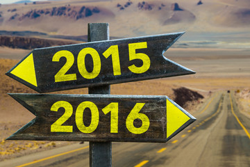 2015 - 2016 signpost in a desert road background Fototapete