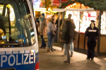 Polizei auf Weihnachtsmarkt