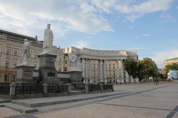 Памятник княгине Ольге, апостолу Андрею, Кириллу и Мефодию в Киеве