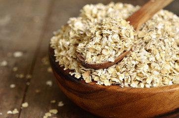Organic oat flakes.