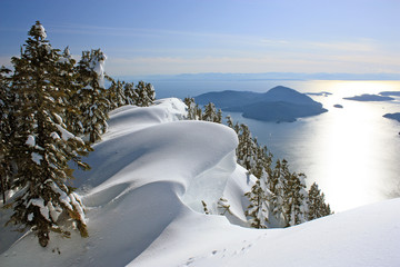 Where the Pacific Ocean meets the mountains: Winter Landscape near Vancouver, British Columbia, Canada Fototapete