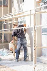 ouvrier sur le chantier