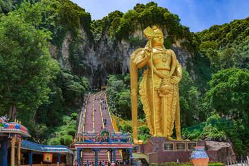 Fotobehang Kuala Lumpur Statue of hindu god Muragan at Batu caves, Kuala-Lumpur.