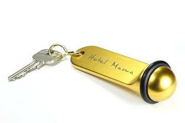Zimmerschlüssel des Hotel Mama isoliert auf weißem Hintergrund
