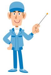 指し棒を持つ作業着の男性