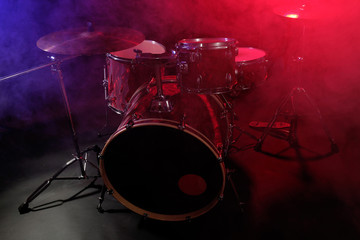 Staande foto Vlam Drum set in smoke on a stage