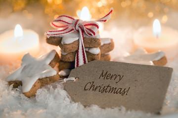 Merry christmas Weihnachtskärtchen aus Pappe mit Zimtsternen und Kerzen