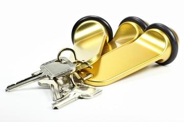 Hotelzimmerschlüssel isoliert auf weißem Hintergrund