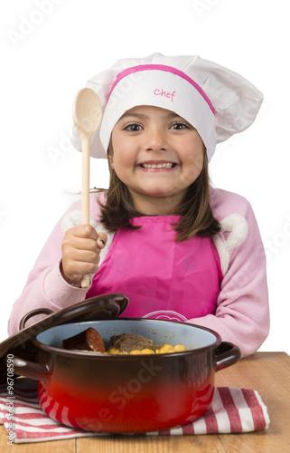 Ni a cocinando fotos de archivo e im genes libres de - Nina cocinando ...