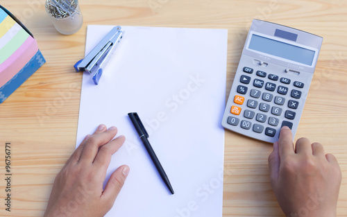 Business People 39 S Working Hand On Calculator Imagens E