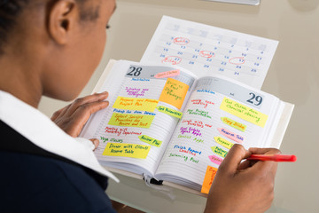Fototapete - Businesswoman Writing Schedule In Diary