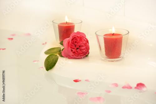wellness badewanne mit rose kerzen rosenbl ttern mit copyspace stock photo and royalty. Black Bedroom Furniture Sets. Home Design Ideas