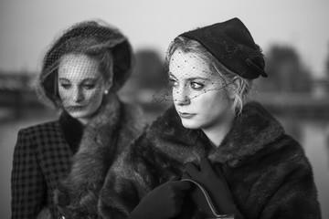 Donne anni '40 in bianco e nero