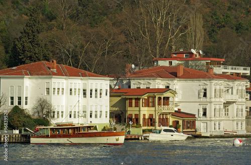 istanbul belles demeures traditionnelles sur les rives. Black Bedroom Furniture Sets. Home Design Ideas