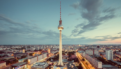 Fototapete - Berlin skyline with TV tower at twilight with retro vintage filter effect, Germany