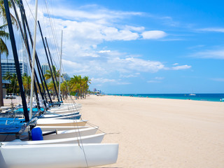 Fototapete - Sailboats for rent at Fort Lauderdale beach in Florida