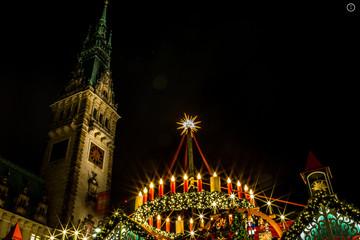 Adventskranz auf dem Hamburger Weihnachtsmarkt