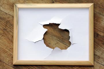 Der Riss im Bilderrahmen oder das Loch im Papier