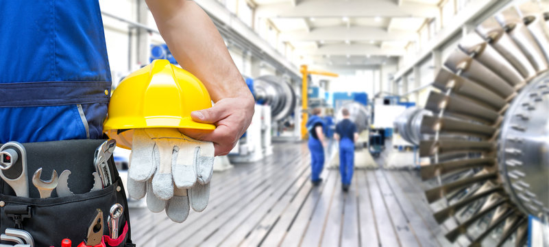 industrial workers in mechanical engineering // Arbeiter mit Werkzeugen im Maschinenbau