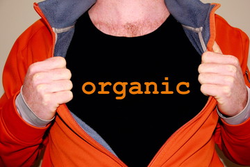 organic geschrieben auf einem schwarzen T-shirt