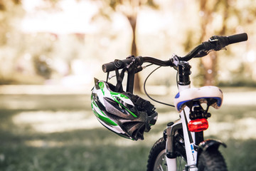 Bicycle helmet on the handlebar