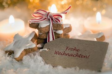 Weihnachtskarte-Frohe Weihnachten-mit Zimtsternen und Schnee
