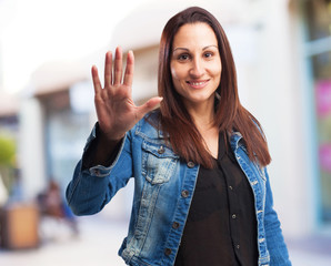 woman doing five number