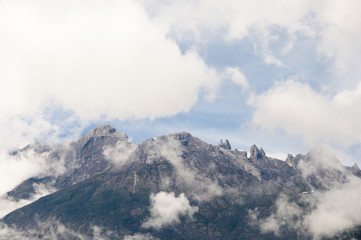 Fotobehang - Mount Kinabalu Veiled by Clouds - Borneo