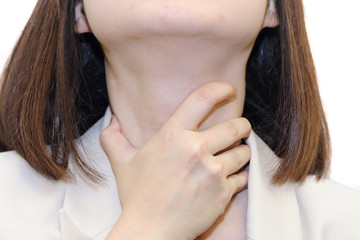 woman with the symtom of  sore throat