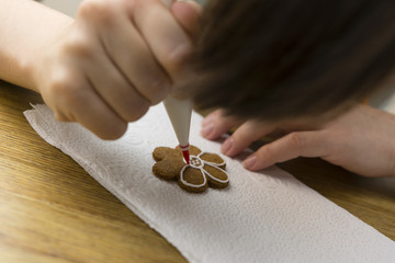 hand decorating gingerbread