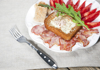 English breakfast with tomatoes