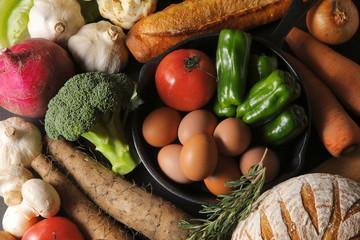 野菜とパンの集合イメージ Vegetables and baguette set image