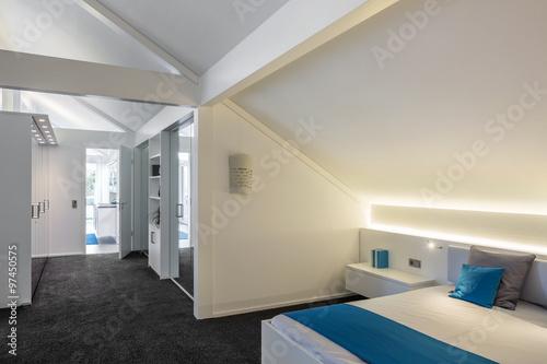 schlafzimmer mit ankleidezimmer stockfotos und lizenzfreie bilder auf bild 97450575. Black Bedroom Furniture Sets. Home Design Ideas