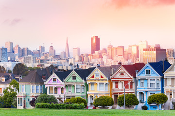 Fototapete - Evening skyline of San Francisco, painted ladies