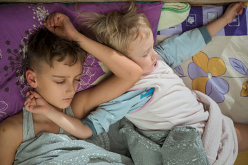 2 little boys brother sleep in the same bed next