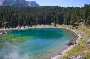 Lago arcobaleno, lago di carezza, Trentino Alto Adige, panoramica