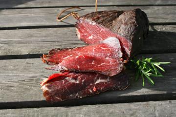 lifestyle organic schinken aus montenegro holz rosmarin