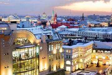Вид на вечернюю Москву с высоты зимним вечером