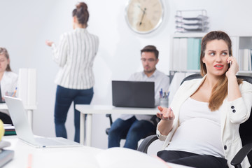 Businesswoman working during pregnancy