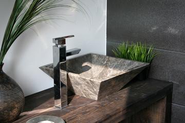 aufsatzwachbecken marmor luxus holz armatur natürlich rustikal spa badezimmer