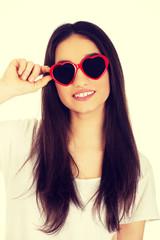 Teenage woman with sunglasses.