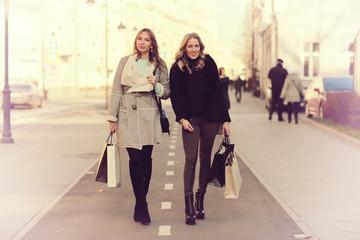 winter shopping trip two girlfriends
