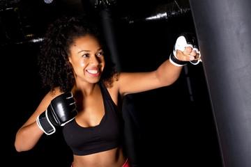 тренеровка на боксерском мешке