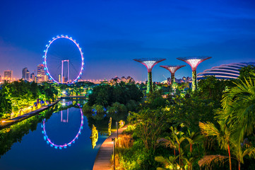 Fotobehang Singapore Twilight Gardens by the bay and Sigapore flyer, Travel landmark of Singapore